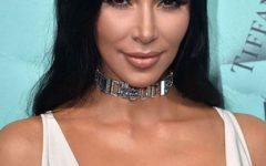 Kim Kardashian aquece Malibu sem roupa interior