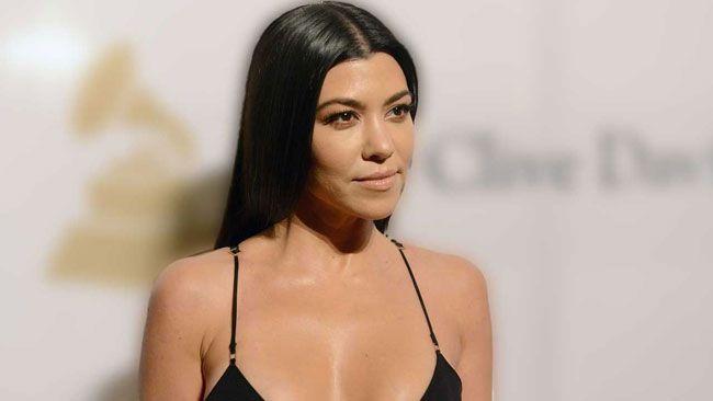 Paparazzi: Kourtney Kardashian foi passear sem roupa interior