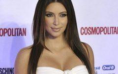 """A foto de Kim Kardashian """"careca"""", sem extensões, peruca"""