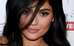 Queima: Kylie Jenner atreve-se com um biquíni Chanel