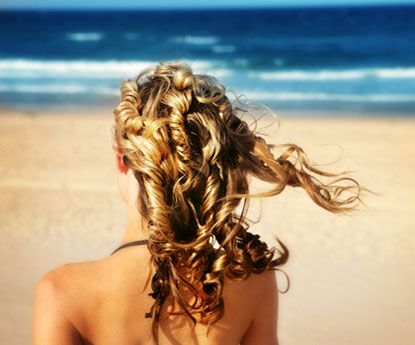 Para um cabelo brilhante em época de sol e calor