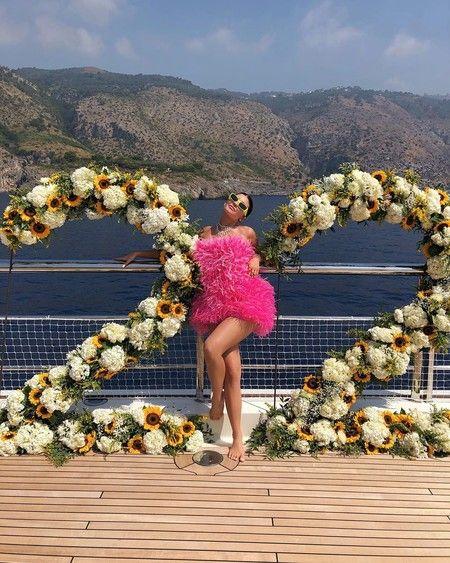 Kylie Jenner comemora aniversário com outfit de luxo