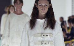 Modelo da Gucci protesta em plena passarela…da Gucci