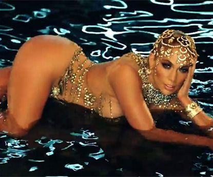 "Jennifer Lopez ""stripper profissional"" dança em ""fio dental""!"