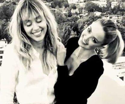 Kaitlynn Carter confessa ter-se apaixonado por Miley Cyrus