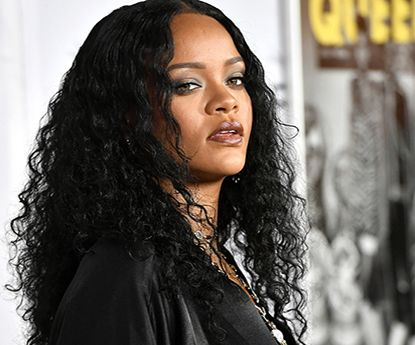 Primeira selfie de beleza natural do ano vem de Rihanna