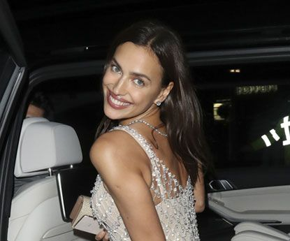 """Irina Shayk """"despe-se"""" em look para a festa pós-BAFTA"""