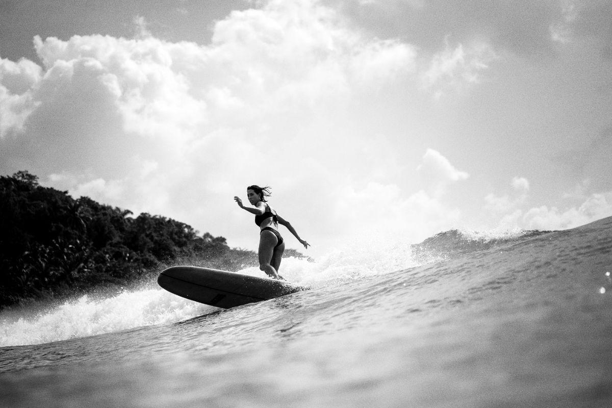 VANS_FA20_Surf_KarinaRozunko_Action_JW18CN1D0142