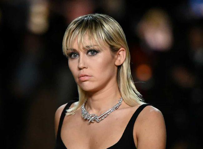 O vestido que Miley Cyrus usou no baile de formatura