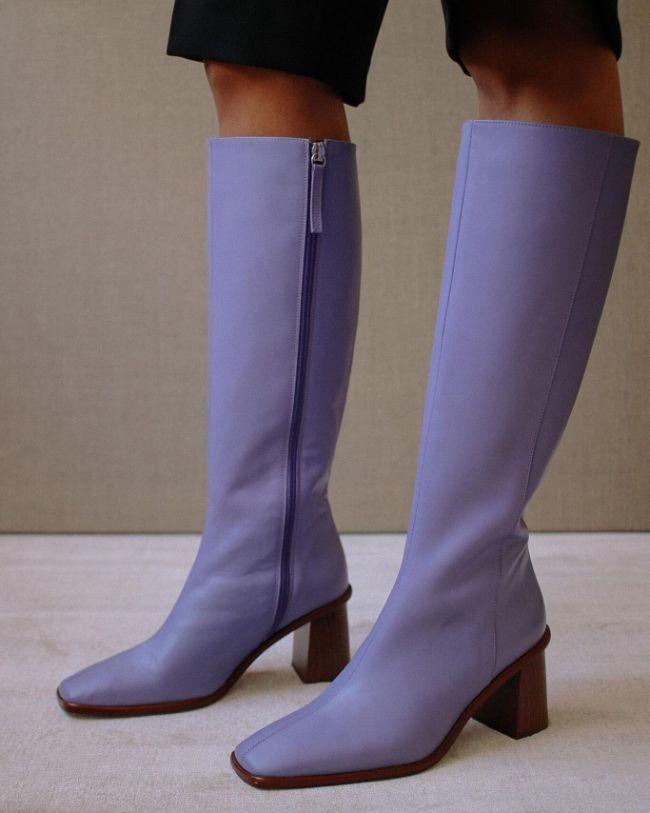 Há vida além dos sapatos e sapatilhas: botas coloridas
