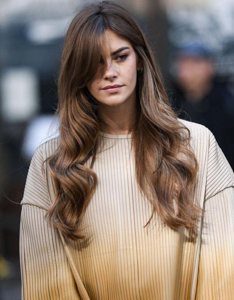6 looks que te convencerão a usar cabelo comprido com franjas