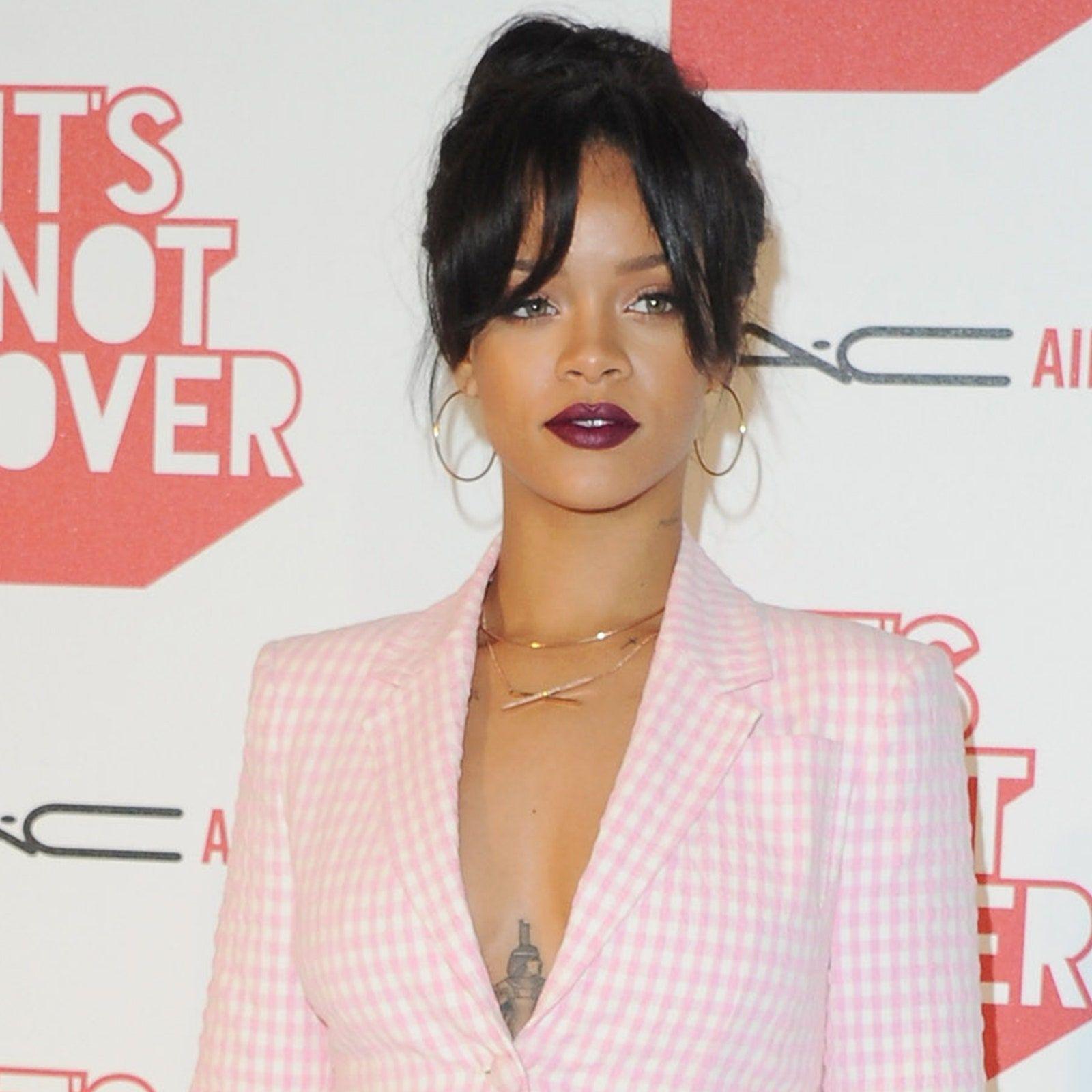 De comprida a muito curta, uma ode à franja de Rihanna