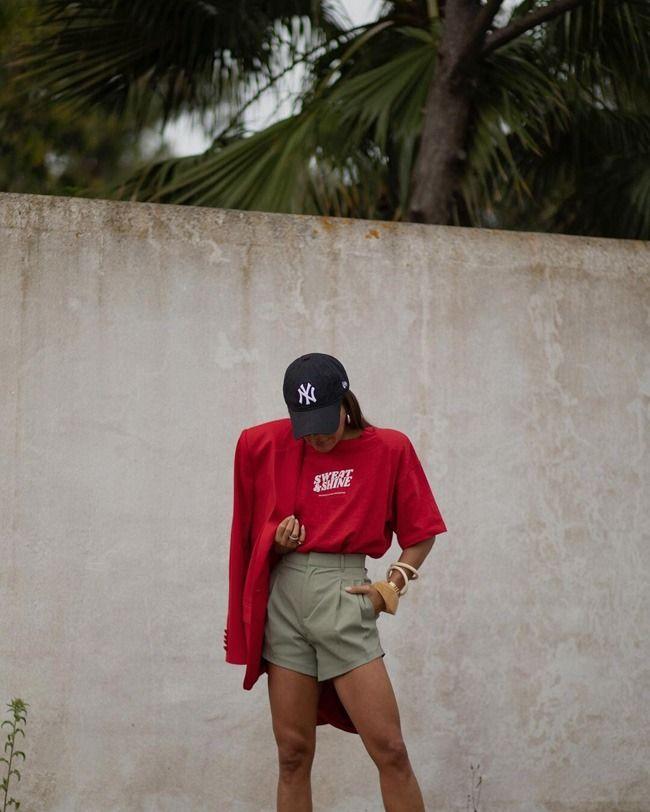O street style mostra-nos diferentes maneiras de combinar shorts