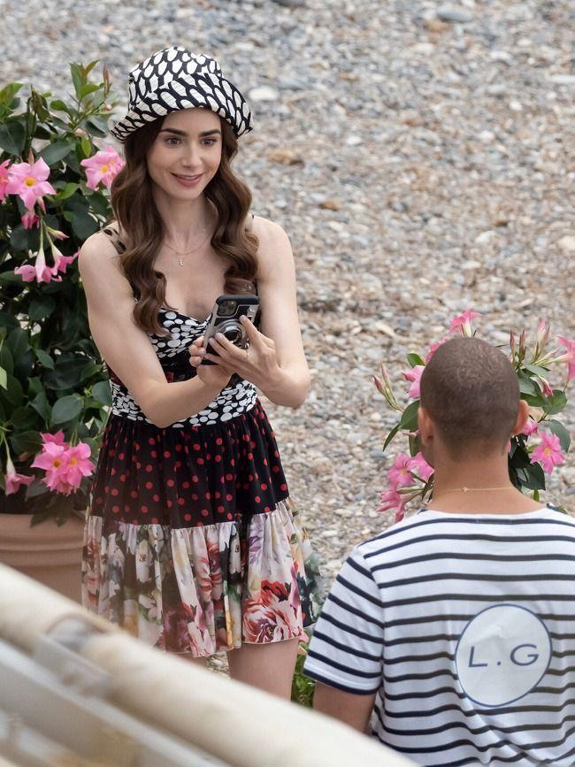 Emily in Paris não decepciona e continua a inspirar outfits