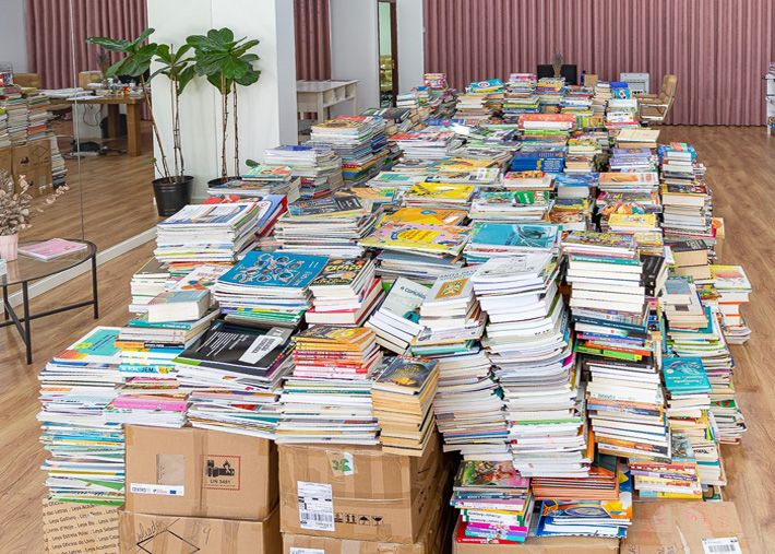 Portugueses angariam mais de 7 mil livros para escola na Guiné-Bissau
