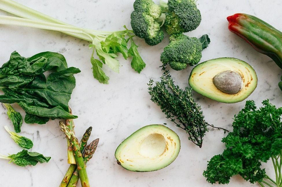 Os benefícios da vitamina K para o cuidado da pele