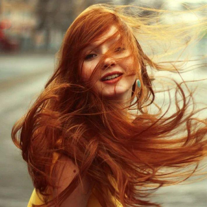 A cor de cabelo sim, influencia os homens e a ciência assim o confirma