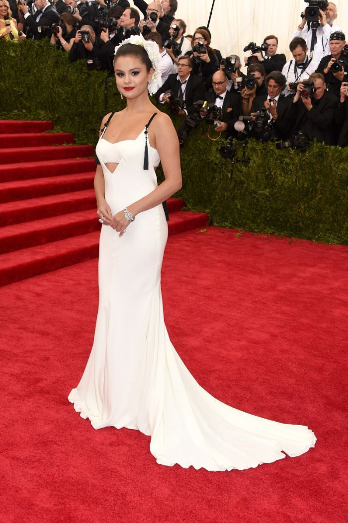 """Selena Gomez relembra os seus momentos de moda """"embaraçosos"""""""