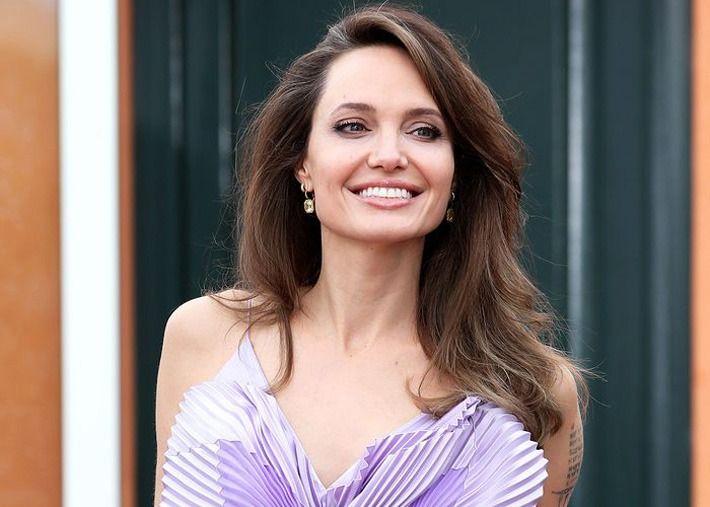 A transformação de Angelina Jolie em busca da beleza perfeita