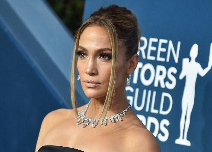 Ninguém tem olhos esfumaçados como Jennifer Lopez