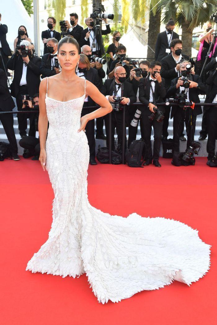 Celebridades continuam a deslumbrar no tapete vermelho em Cannes