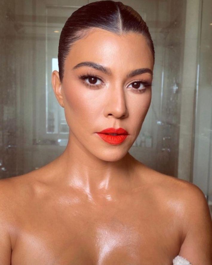 O look de maquilhagem néon de Gigi Hadid é fácil de conseguir