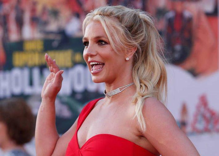 Envolta em polémica Britney Spears anuncia que se retira da música