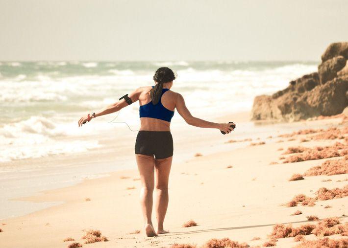 Ir à praia não é desculpa para não praticar exercício físico