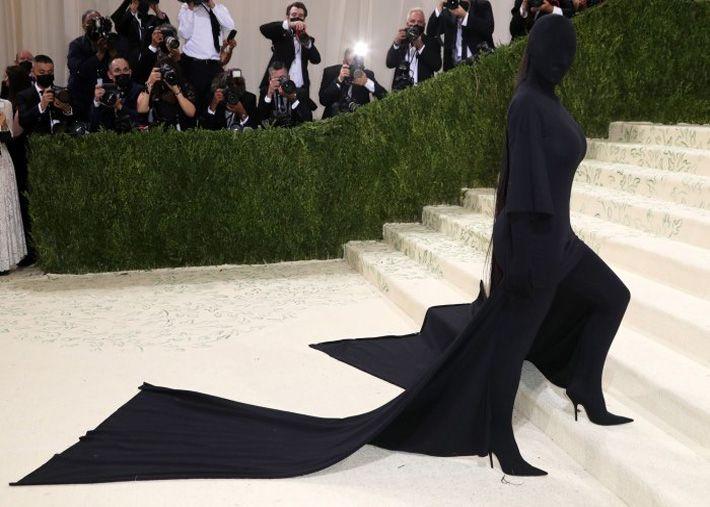 Kim Kardashian no Met Gala reescreve as regras do tapete vermelho
