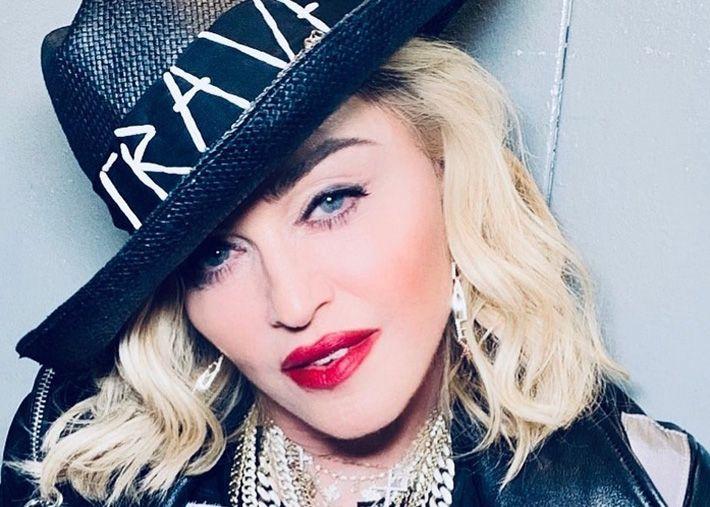"""Madonna: uma noiva sexy em lingerie faz o seu próprio """"Met Gala"""""""