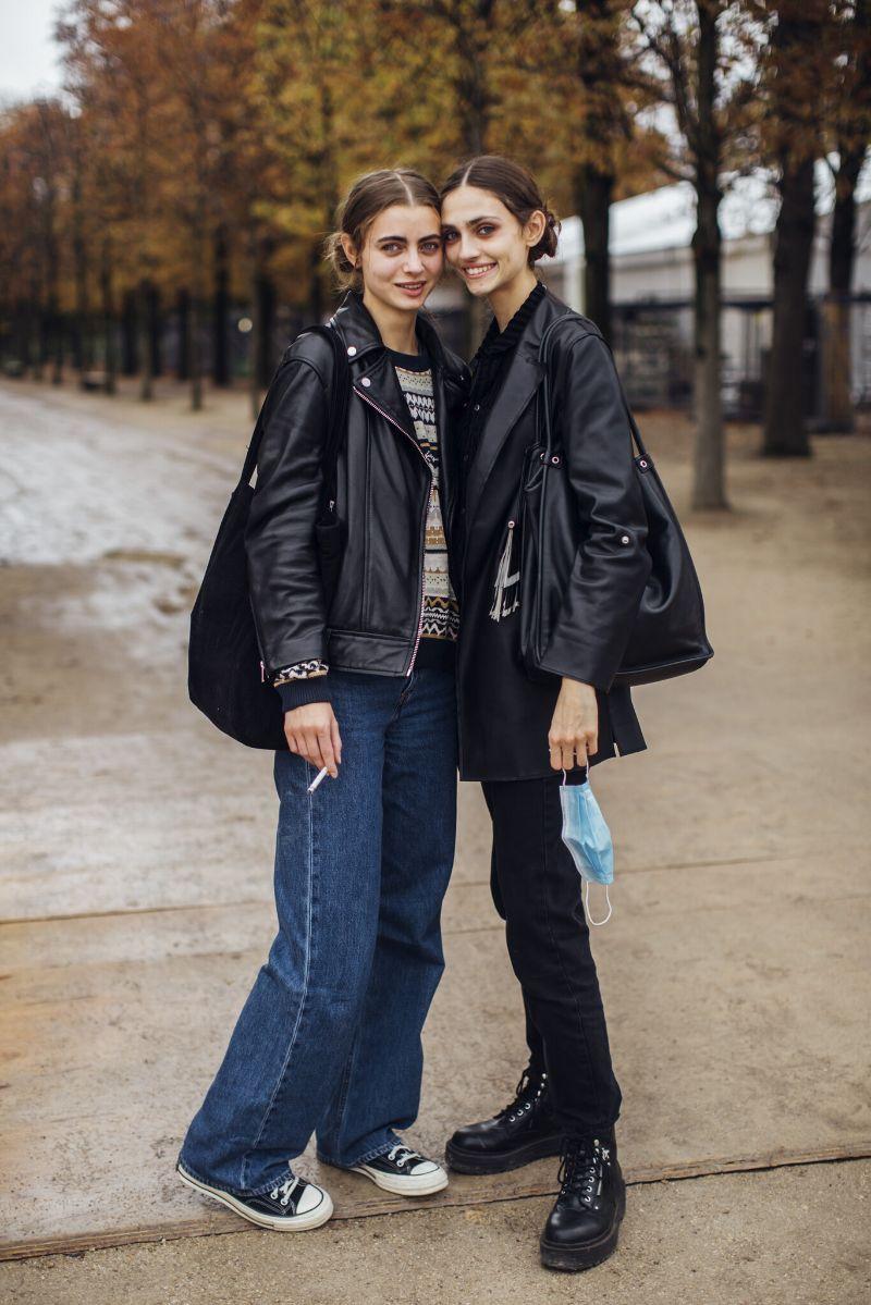 Biker jacket: volta em força e o street style mostra como a combinar
