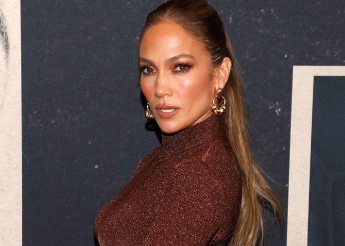 Jennifer Lopez sensual em látex na campanha da sua linha de calçado
